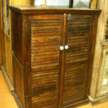 armadio in legno mango